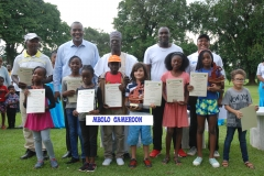 Patrick Mboma et les enfants.JPG